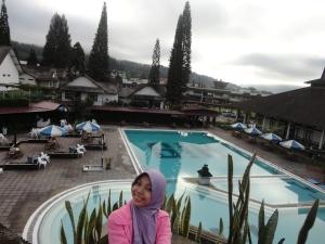 Kolam renang di Hotel Sibayak Internasional