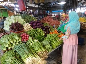 Buah dan Sayuran yang cantik di Pasar Berastagi